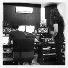 LG in studio